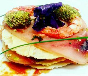 Millefoglie di pesce spada affumicato e gamberi al pistacchio